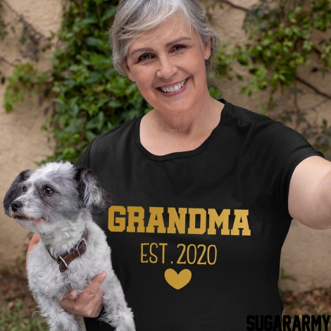 GRANDMA EST.  GOLD LETTERS T-SHIRT | Heart Edition