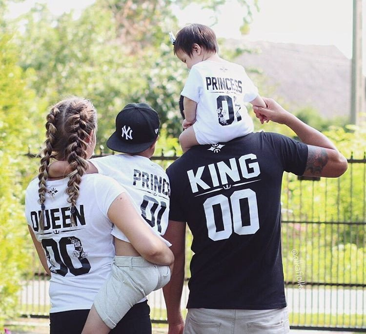 queen and king with princess childs